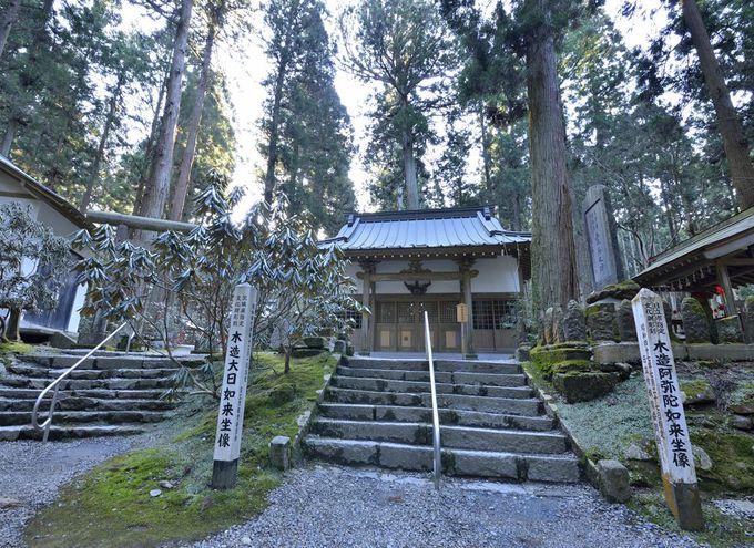 御岩神社の森厳なる境内