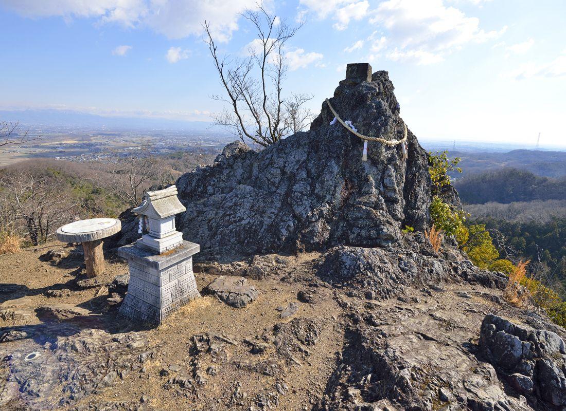 埼玉で最北の山へ登拝~御嶽山の金鑚神社と鏡岩