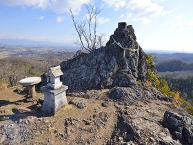 埼玉で最北の山へ登拝~御嶽山の金鑚神社と鏡岩|埼玉県|トラベルjp<たびねす>