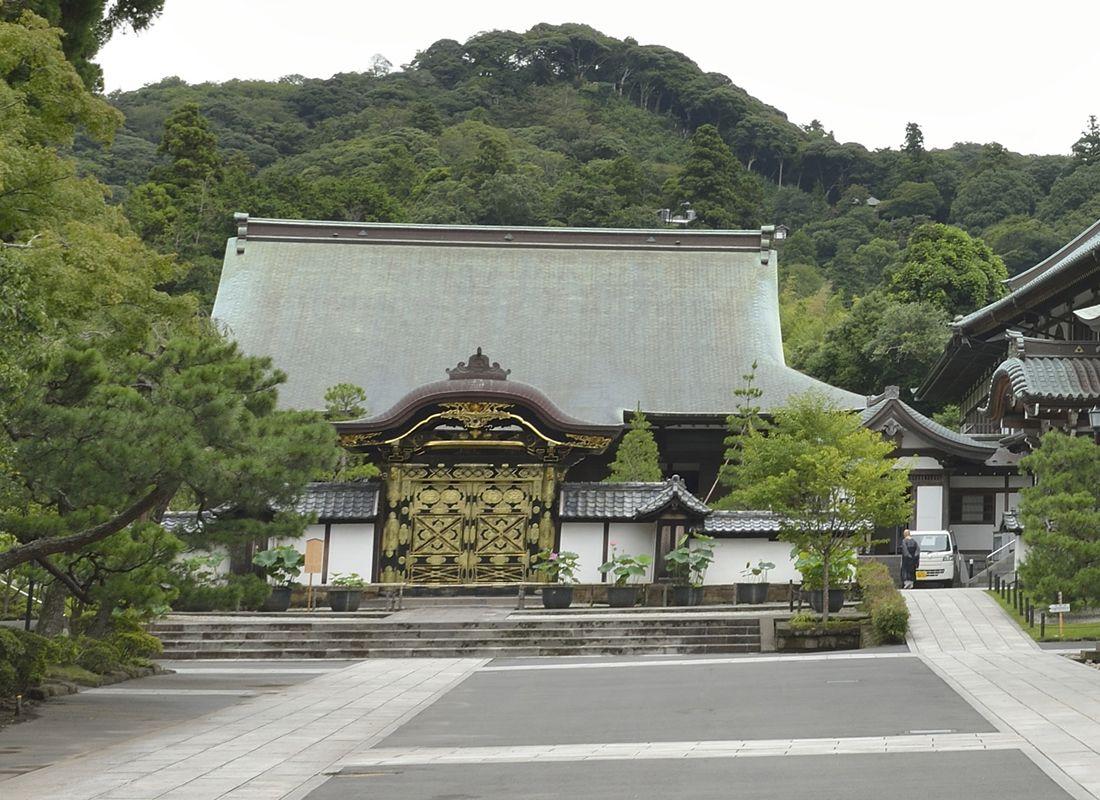 建長寺の方丈と唐門