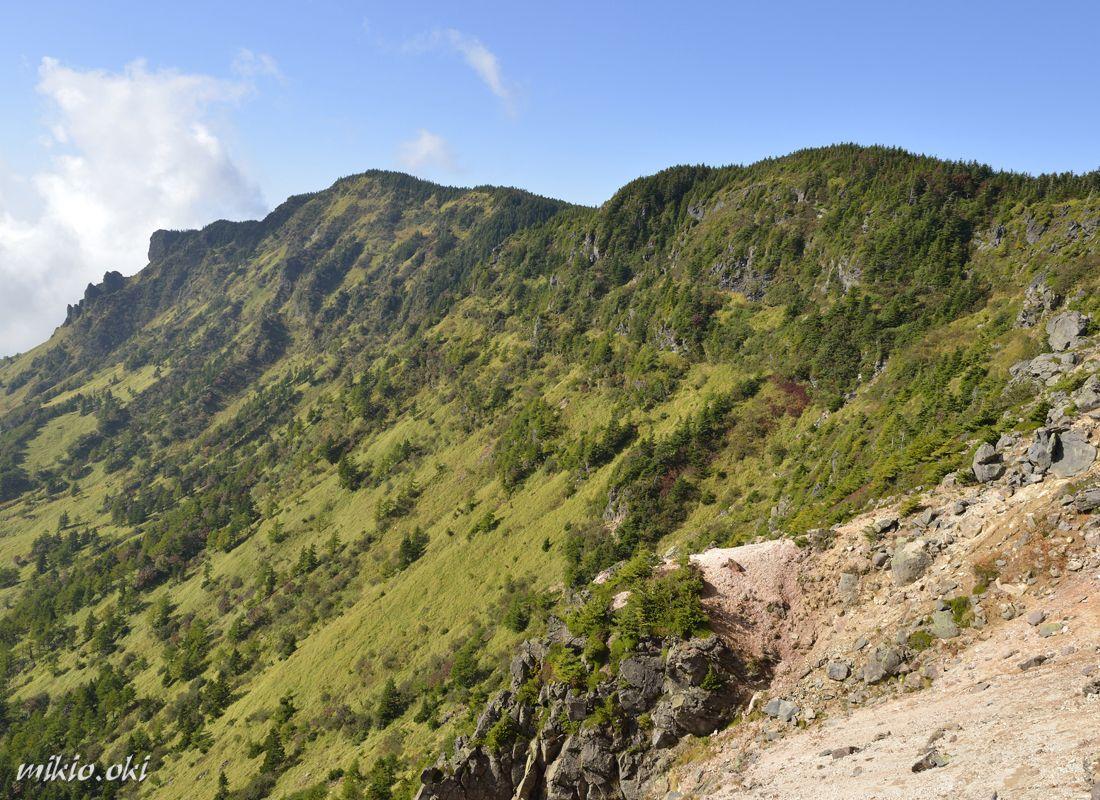浅間山の外輪山の黒斑山〜雄大な活火山の絶好の展望地