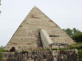 岐阜の山中にピラミッド発見!「博石館」で狙え一獲千金!|岐阜県|トラベルjp<たびねす>