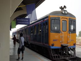 ラオス唯一の「激レア」鉄道に乗ってバンコクへ行こう!