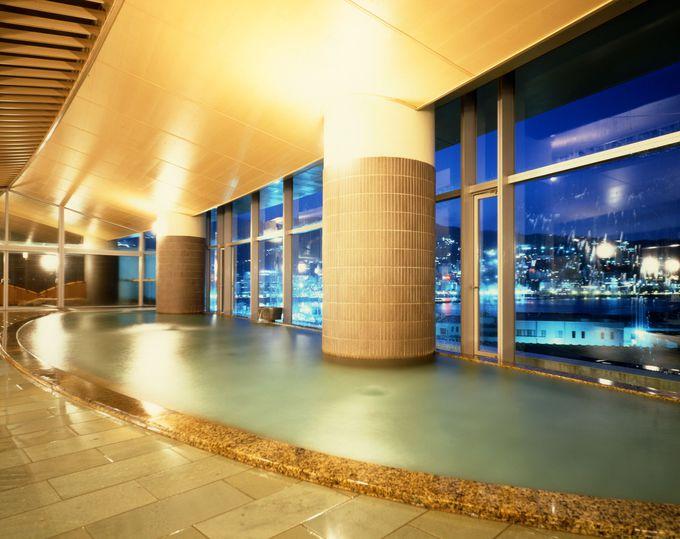 「100万ドルの夜景」と「山と緑」の温泉