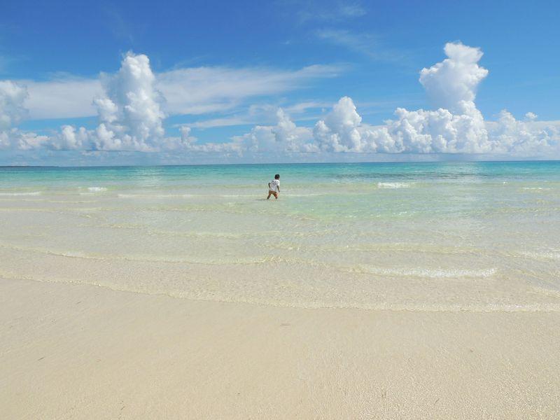 エメラルドグリーンが美しい、楽園のような景色!伊良部島「渡口の浜」