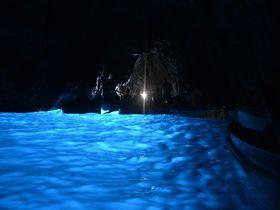 この世の楽園!イタリア・カプリ島「青の洞窟」は大感動間違いなし