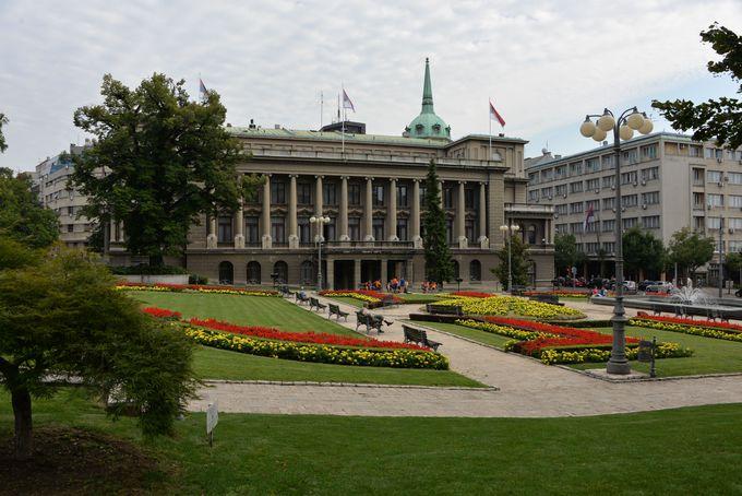 庭園が美しい新旧2つの宮殿