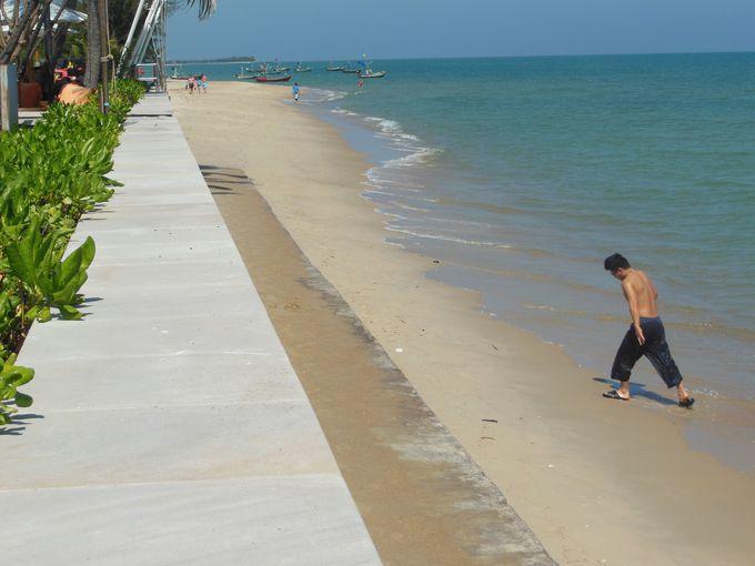 静寂に包まれるビーチ