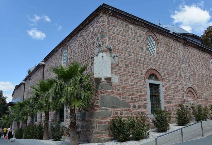 美しいモスク「ジュマヤ・ジャーミヤ」