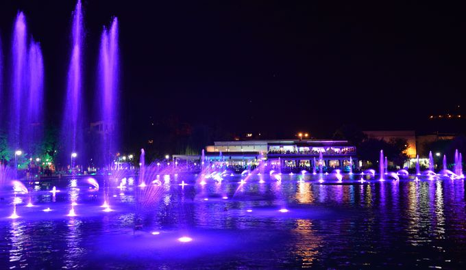 光と水のショーが楽しめる「自由公園」