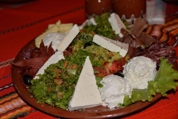 美味しいブルガリア料理をブルガリアのお酒と共に堪能