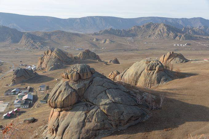 奇岩や岩山の景色堪能
