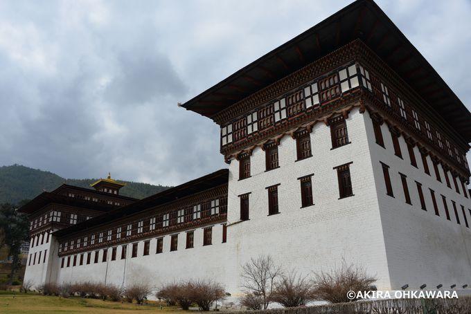 国王の事務所&仏教界の総本山「タシチョ・ゾン」