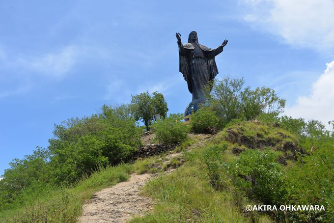丘の上に建つ巨大なキリスト像「クリストレイ」
