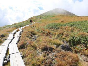 月の稜線を辿って登ろう!山形・ 出羽三山の霊峰「月山」