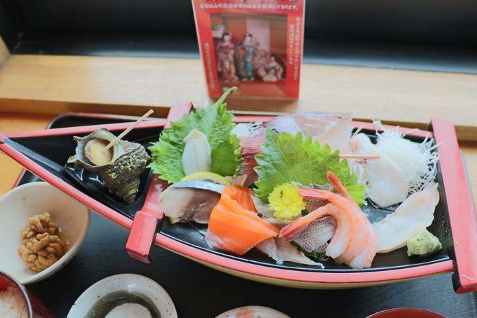 お食事は「さかた 海鮮市場 海鮮どんや とびしま」 がおすすめ