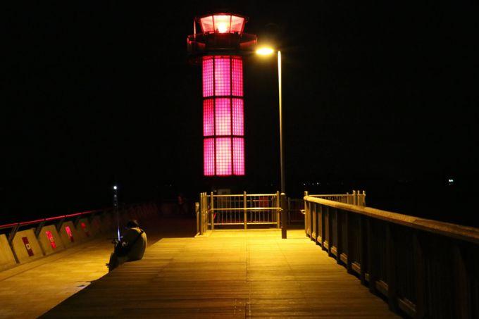麗しく変身して光る灯台は、夜の「せとしるべ」