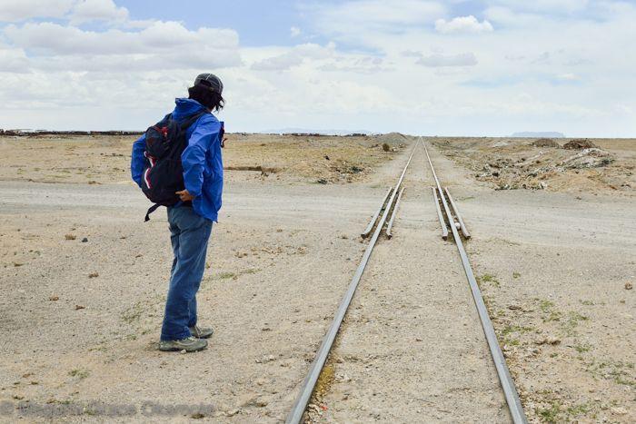 迷わずひたすら西へ!線路沿いに歩くだけ