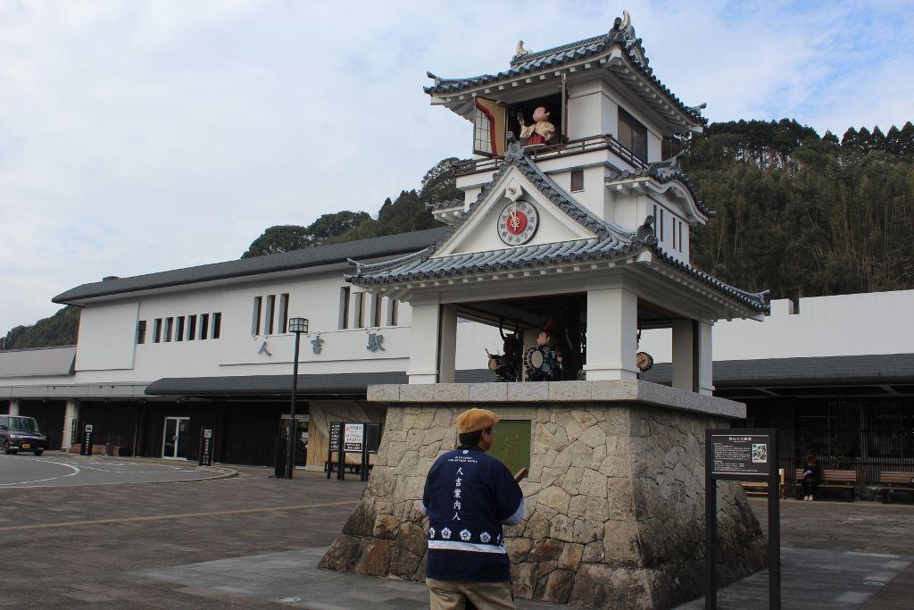人吉市のシンボル「人吉駅前からくり時計」
