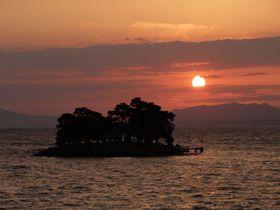 神々の国へ沈む夕陽!日本の夕陽百選・松江「島根県立美術館」