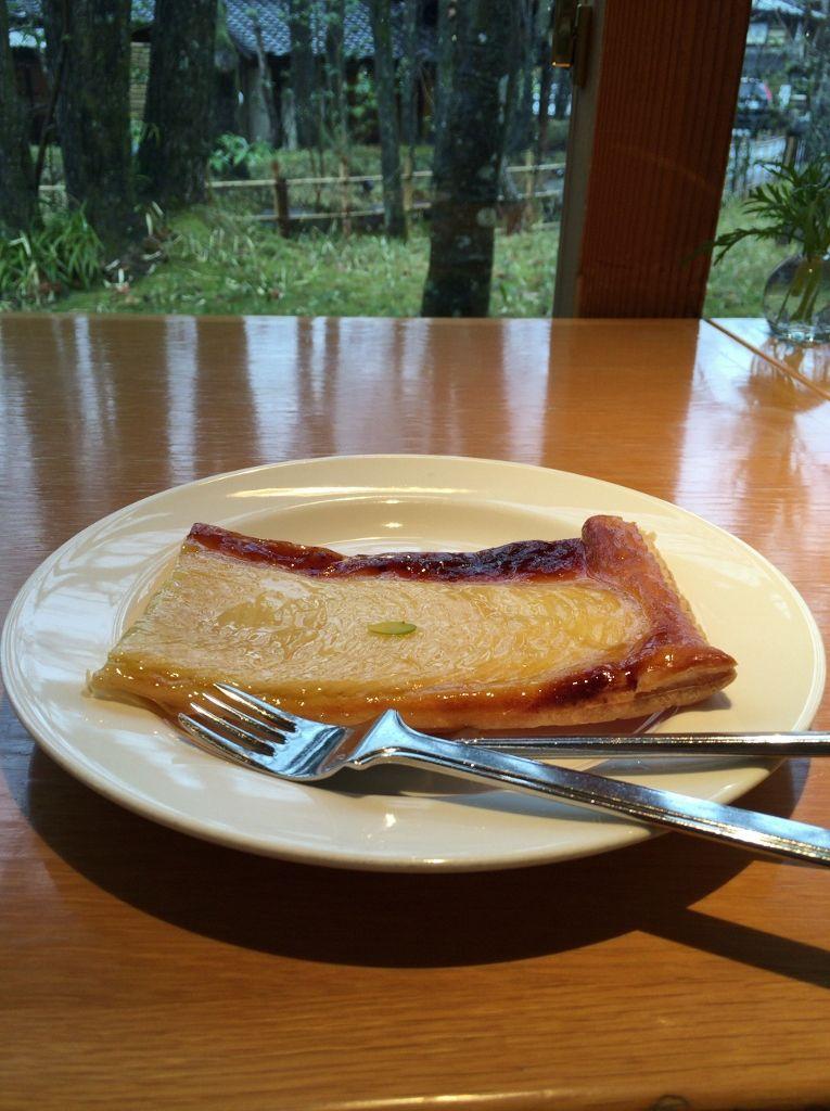 アップルパイが絶品!雑木林に覆われた静かな空間「ティールーム ニコル」
