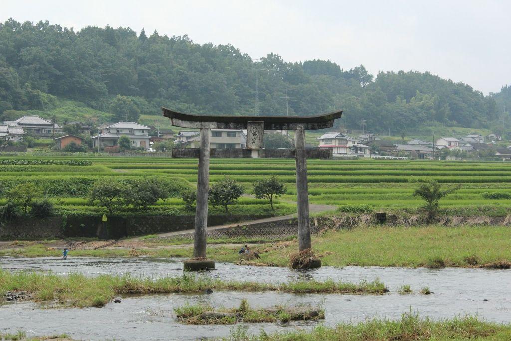 「日本のむら景観百選」に選出された滝周辺の田園地帯