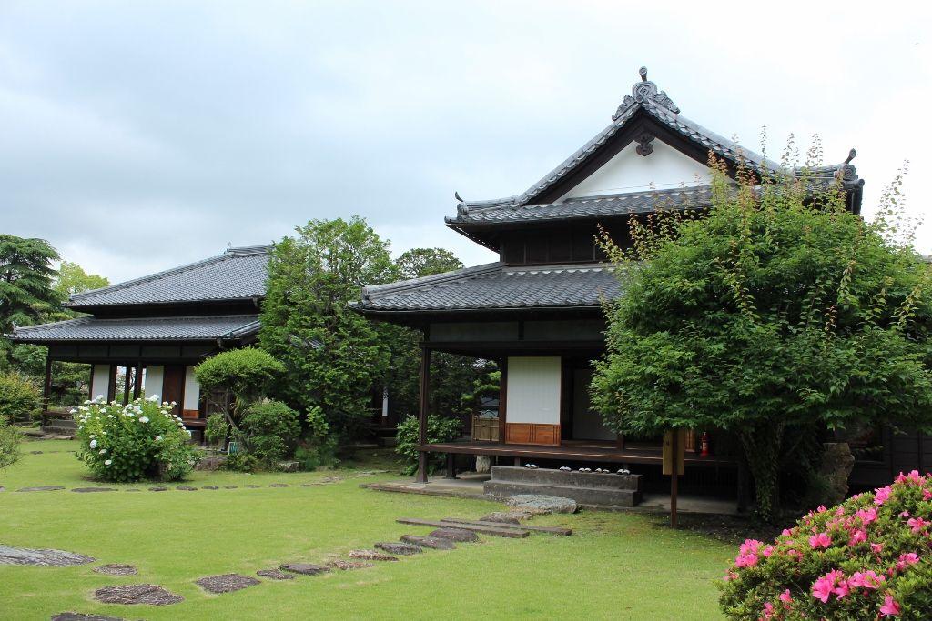 格式ある稲葉家下屋敷で日本庭園を愛でる