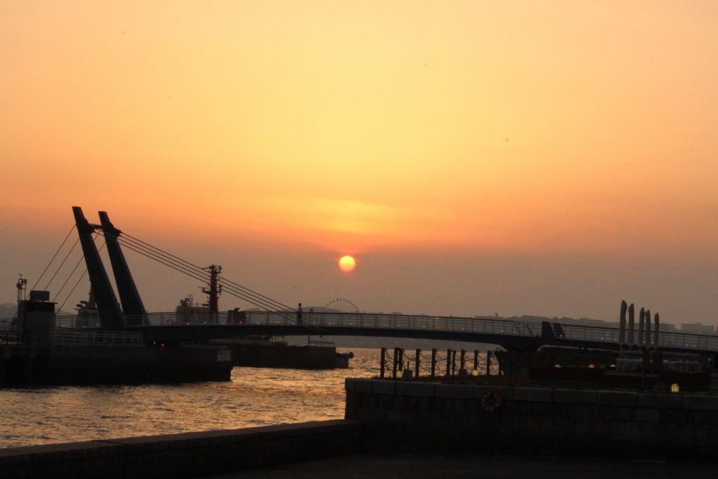 ドラマティックな夕景と大正浪漫かほる、福岡「門司港レトロ」(北九州市)