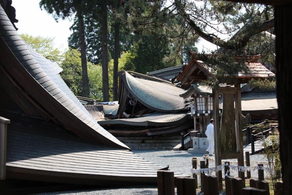 熊本地震で倒壊した阿蘇神社