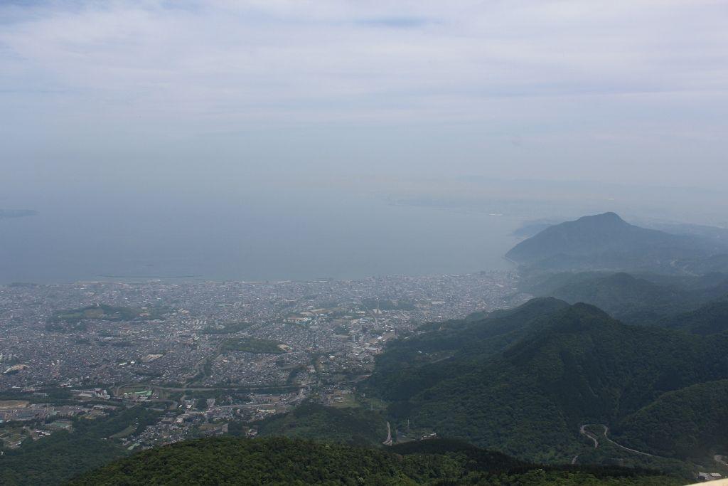 鶴見岳山上から望む別府湾