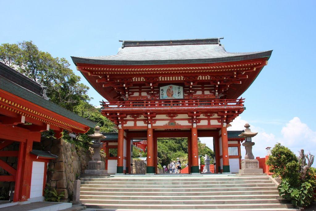 日本三大下がり宮「鵜戸神宮」で願いを叶える運玉投げ