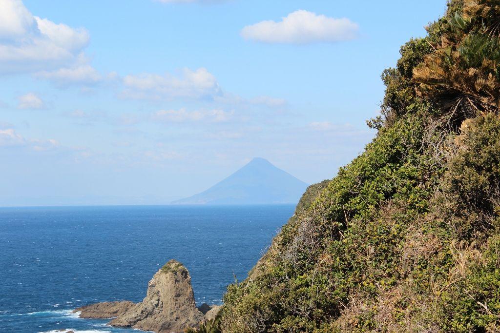 本土最南端「佐多岬」から望む開聞岳