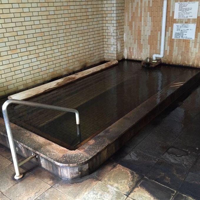 浴槽内にベンチがある!なんと深さ80cmの浴槽