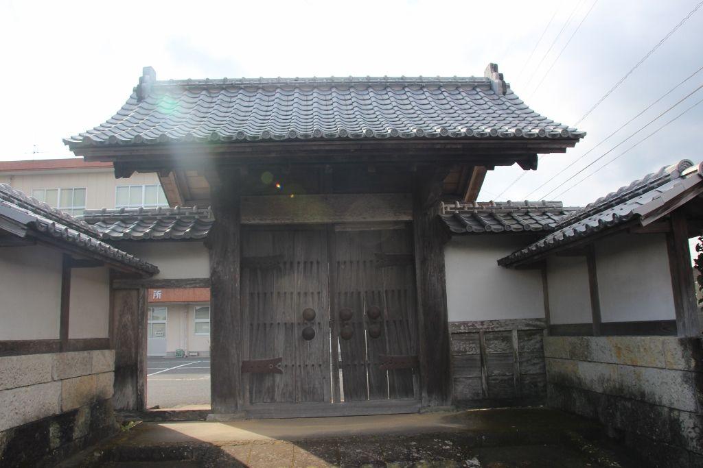 江戸時代の薩摩藩武家屋敷の武家門が残る蒲生