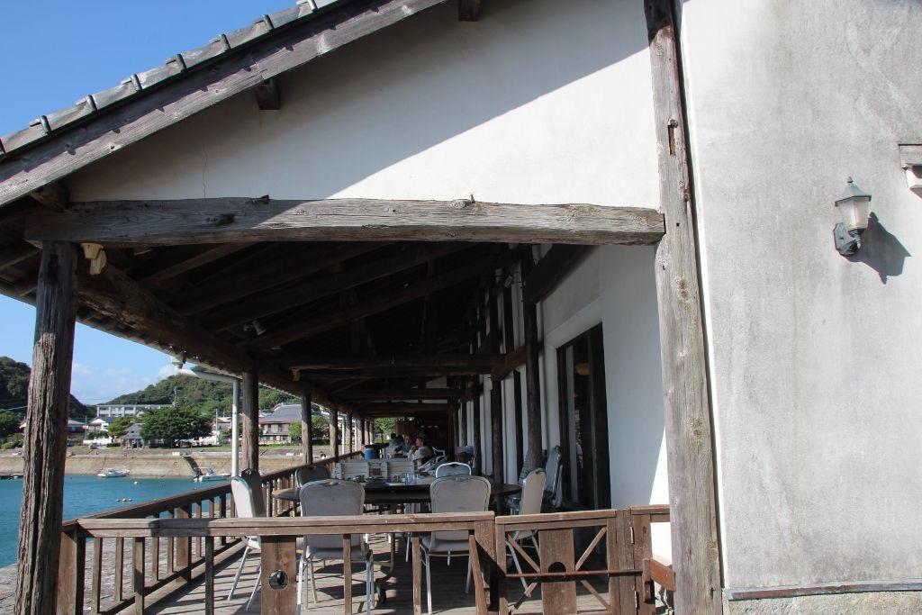 旧三角海運倉庫を利用したカフェ「和蘭館」
