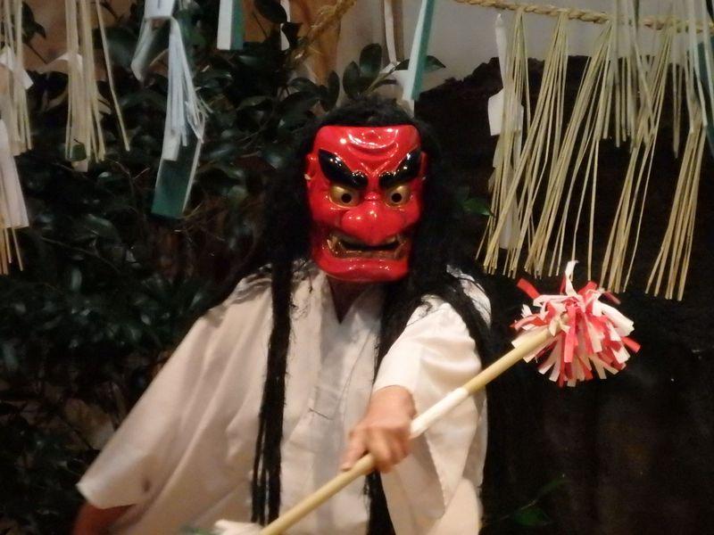 神々の遊び!?パワースポット「高千穂神社」で夜神楽を体験しよう