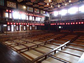 シャンデリアのある明治の芝居小屋!熊本・山鹿「八千代座」|熊本県|トラベルjp<たびねす>