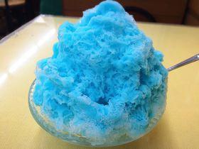 青いのに蜂蜜ミルク味!?熊本のソウルスイーツ蜂楽饅頭の「コバルトアイス」