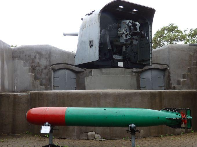 ミサイルや砲台、魚雷まで無造作に放置!記念撮影にぴったり