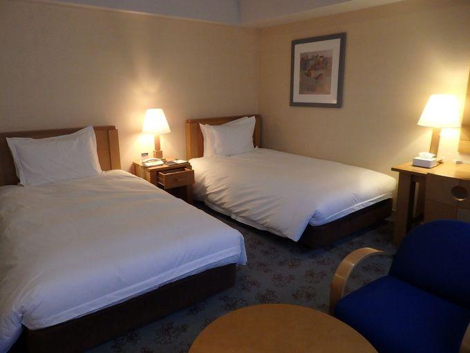 旅の疲れを癒やす、シンプルで上質な客室