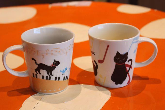 脱力系のインテリアに、のびのび過ごす猫たち