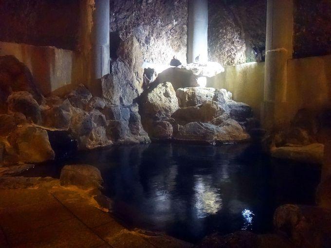 地震が来ても揺れない!? 天然岩盤をくり抜いた深いお風呂