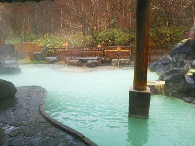 松川温泉 松川荘の混浴露天風呂は川沿いに