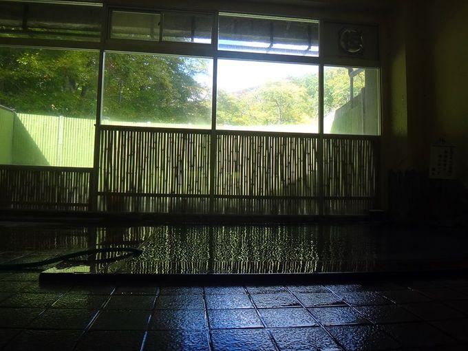 水戸屋旅館の館内には男女別の露天風呂付き内湯も