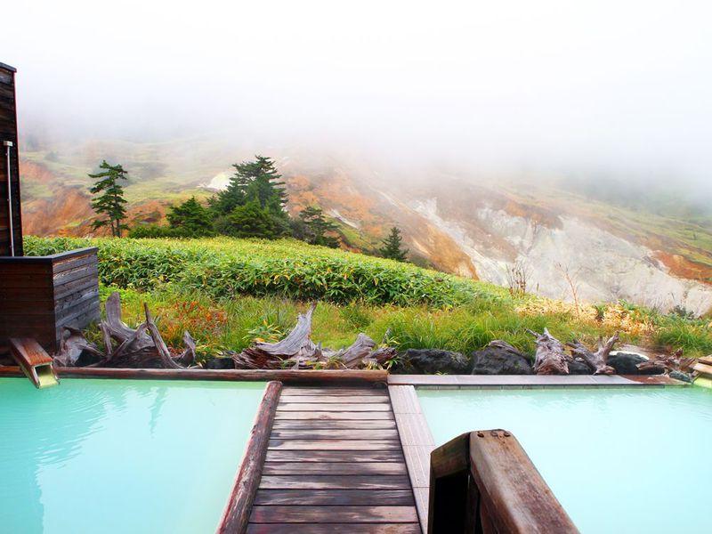日本一硫黄たっぷり温泉はここに!「万座ホテル聚楽」は、お風呂も絶景すぎ