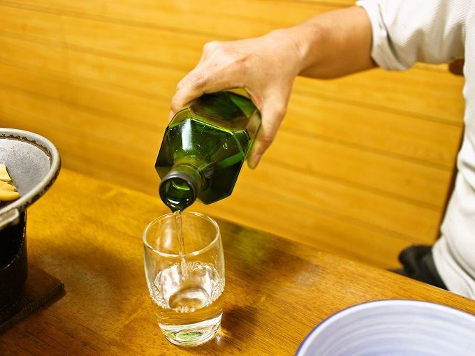 夕食は島酒(焼酎)呑み放題!八丈島「あしたば荘」は呑兵衛が選ぶ宿