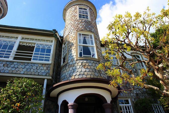 神戸の異人館街の高台に建つ「うろこの家」