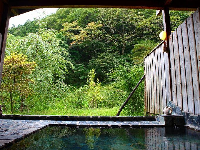 自然を満喫できるのんびり館の露天風呂