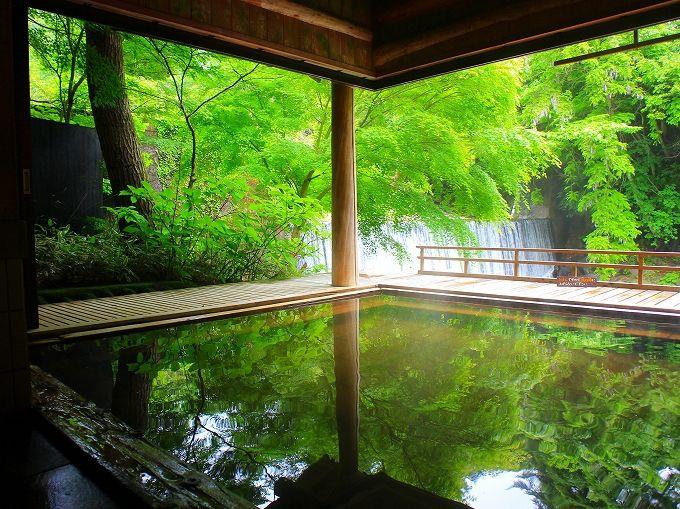 まさに秘湯の絶景露天風呂!薬師温泉旅籠の滝見乃湯