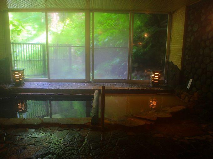 昔から使われてきた冷鉱泉は飲泉で
